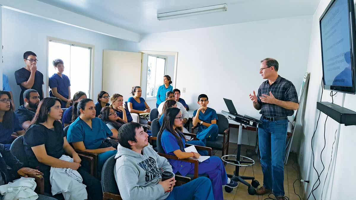 craig hendrix talking to students