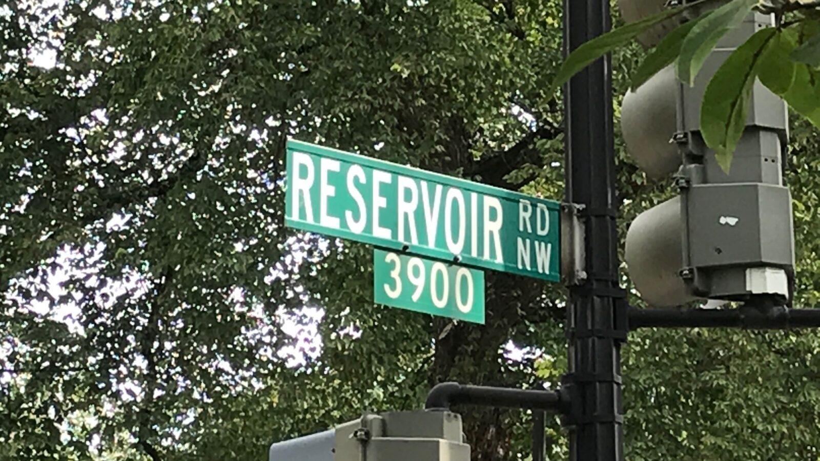 reservoir road sign